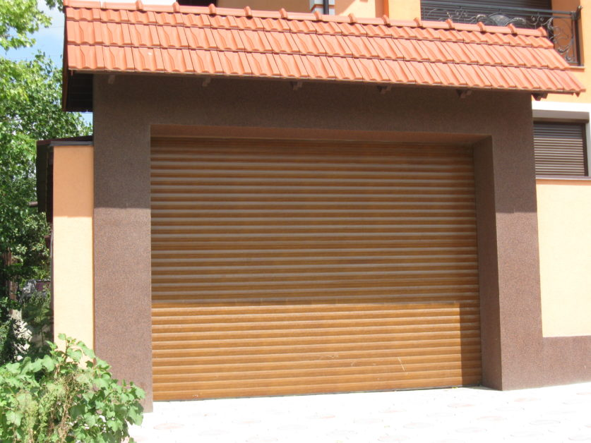 Вибір секційних гаражних воріт