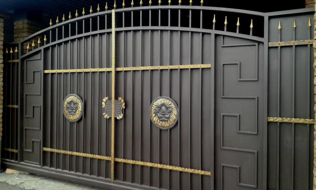 производим ворота с элементами ковки в Киеве