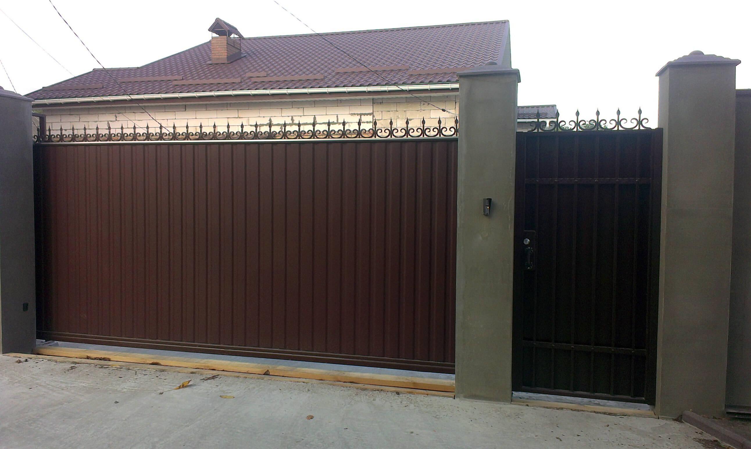 откатные ворота из профнастила 11