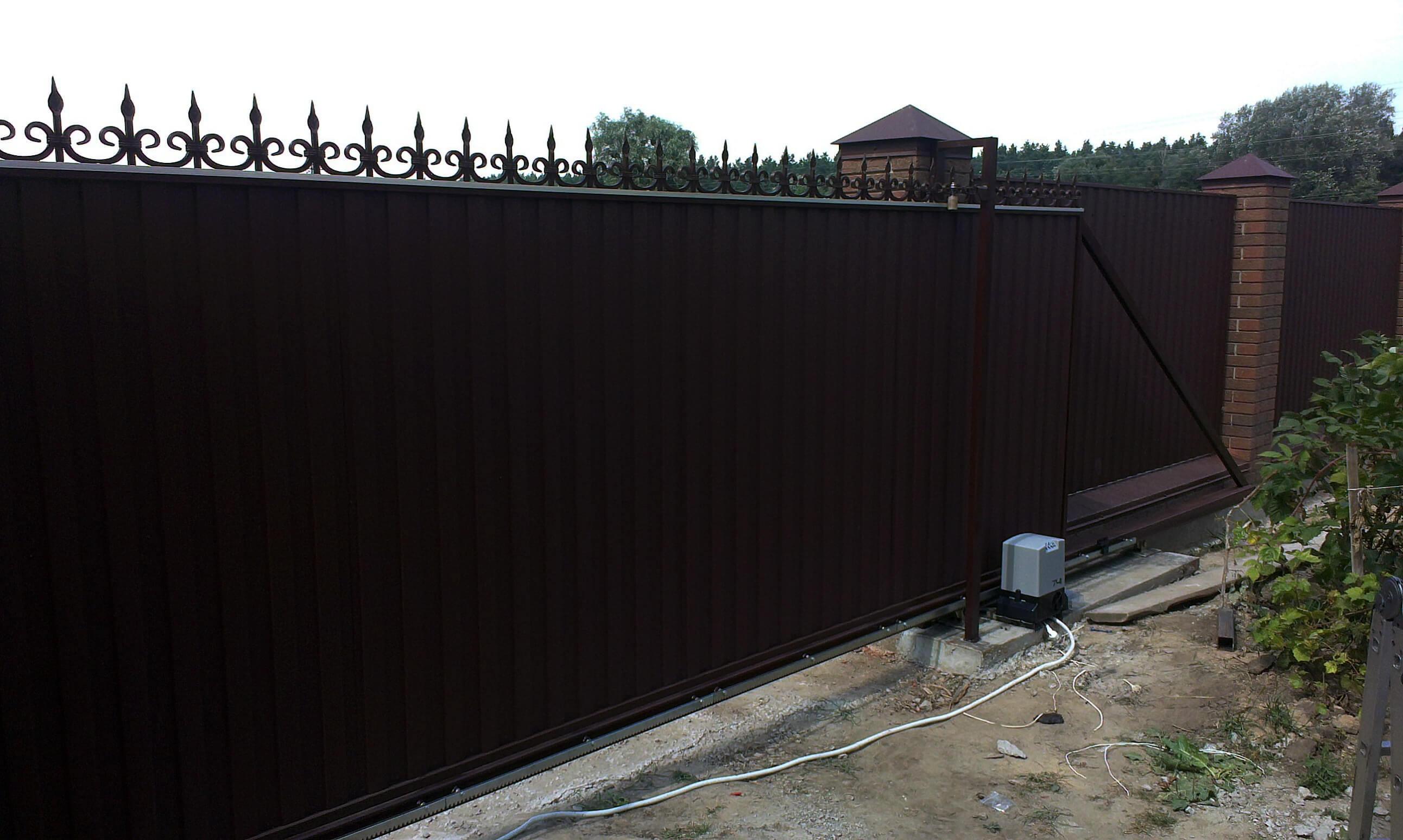 откатные ворота из профнастила 15